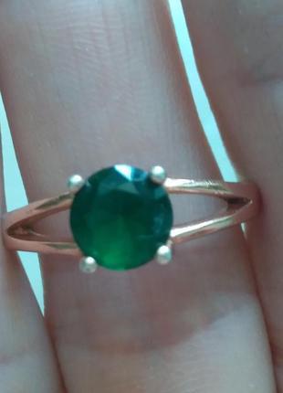 Серебренное кольцо с зеленным камнем . р. 19