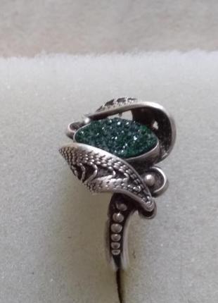 Серебренное кольцо с  изумрудной крошкой (щетка)р.16.5 -17.