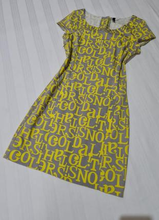 Очень красивое коттоновое платье h&m серое в жёлтых надписях размер хс