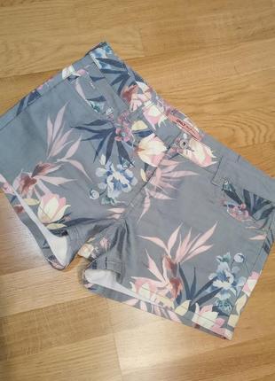 Джинсовые шорты хаки only цветочный принт