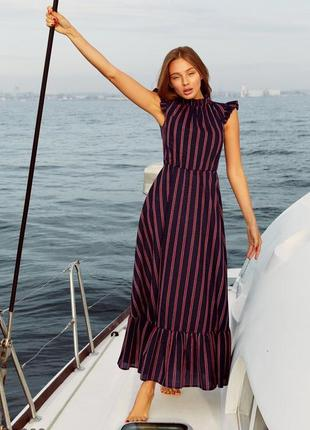 Силуэтное летнее платье в полоску