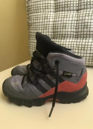 Фірмові дитячі ботіночки adidas
