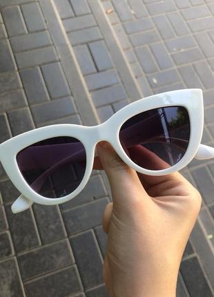 Белые солнцезащитные солнечные очки лисички, сонячні сонцезахисні окулярр від сонця біла оправа