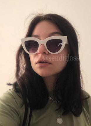 Белые солнцезащитные солнечные очки лисички в белой оправе, сонцезахисні сонячні окуляри від сонця