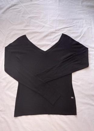 Черная кофта джемпер пуловер с глубоким v-образным вырезом декольте