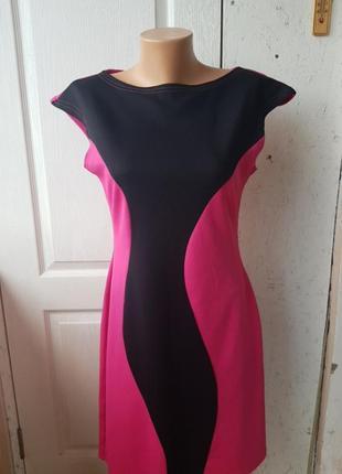 Яркое трикотажное платье vilenna