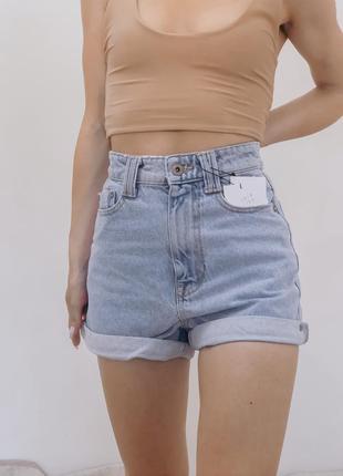 Голубые джинсовые шорты mom fit от zara ( 100% коттон )