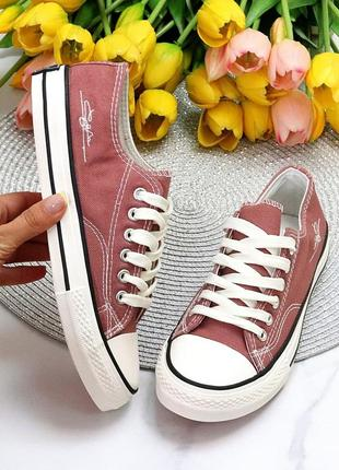 Классические, бело-красные кеды из обувного текстиля