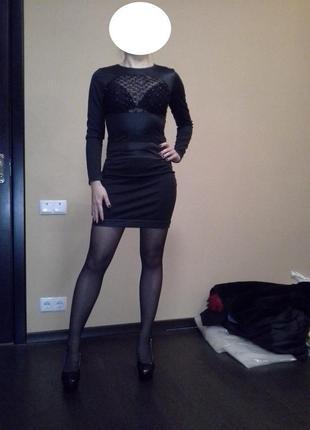 Платье с вставками из атласа
