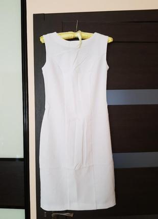 Белое летнее платье футляр