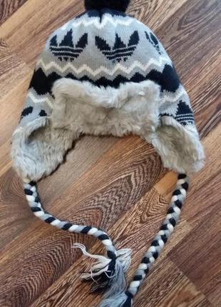 Зимняя спортивная шапка adidas