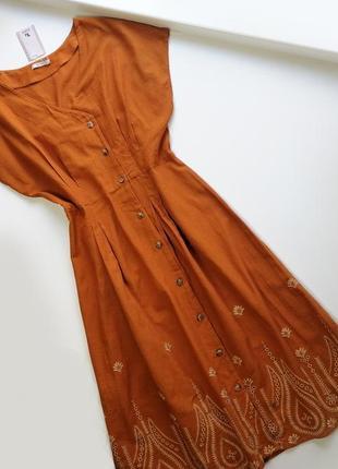 Актуальное хлопковое легкое платье с вышивкой