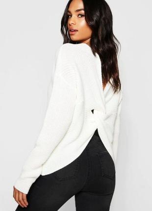 Вязаный свитер с переплетом на спинке