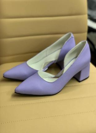 Распродажа! кожаные сиреневые туфельки на каблучке