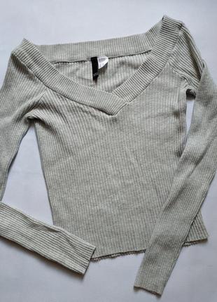 Тонкий свитер кофта с открытыми, спущенными плечами