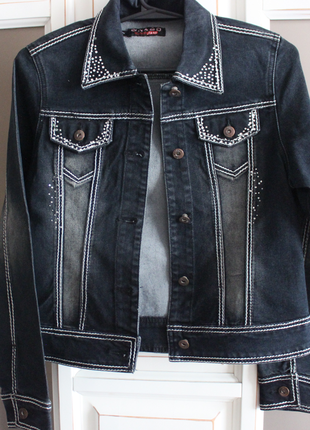 Джинсовый пиджак в ретро стиле