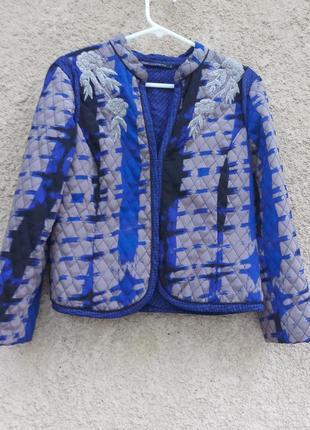 Пиджак оригинальный, есть такой же оранжевый
