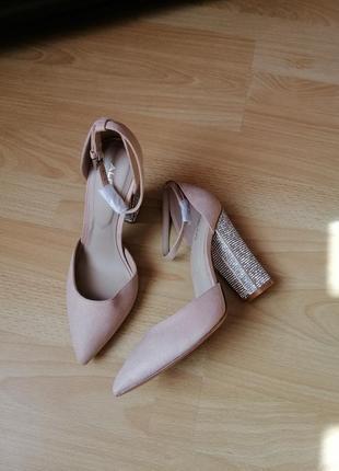 Туфли с кристалами 36р aldo