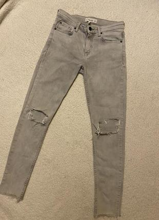 Skini джинсы с разрезами и необработанным низом🖤