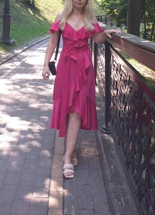 Платье-сарафан очень нарядное с волонами малиновое