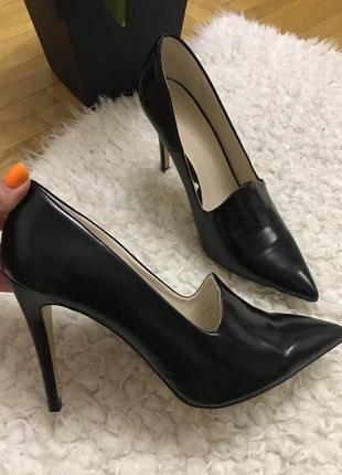 Zara чёрные классические туфли лодочки с острым носком лоферы на высоком каблуке шпильке zara
