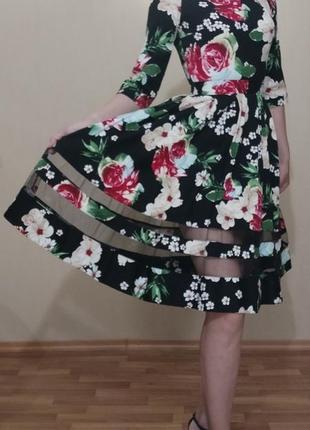 Платье коктейльное клеш в стиле 60-х цветочный принт круглый вырез лодочка с прозрачными вставками сетка
