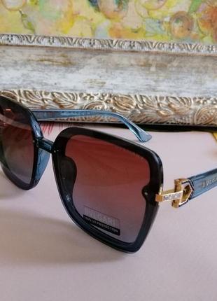 Модные солнцезащитные женские очки 2021 в голубой оправе