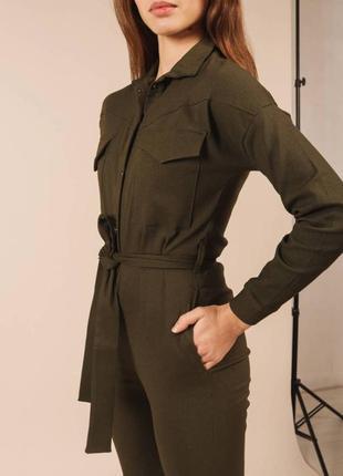 Комбинезон хаки с карманами с поясом на пуговицах на длинный рукав со штанами модный удобный красивый однотонный