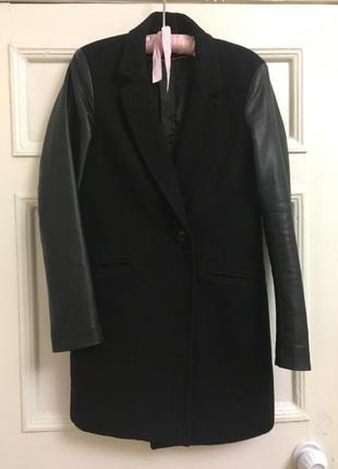 Пальто с кожаными рукавами stradivarius