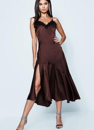 Атласное платье комбинация boohoo с кружевной отделкой