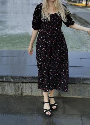 Черное цветочное платье сарафан с пышными рукавами