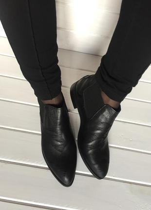 (38 р. / 24,5 см) осенние ботинки из натуральной кожи бренда via studio. италия