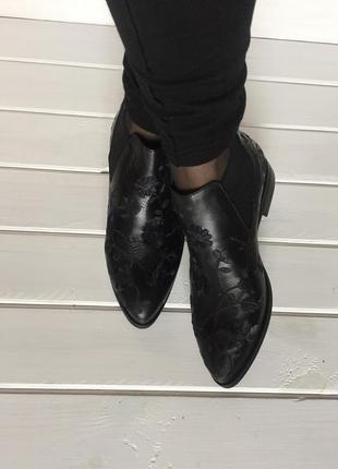 (37 р/23,5 см) осенние ботинки с вышивкой по коже из натур. кожи бренда via studio. италия