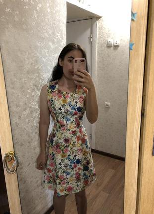 Красивое платье в цветочный принт в винтажном стиле хлопок