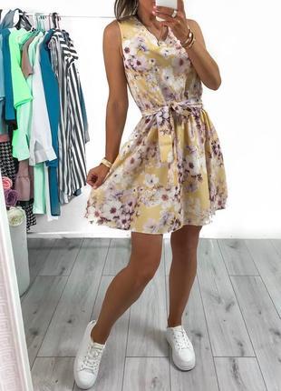 Короткое платье ниже колена. платье на лето
