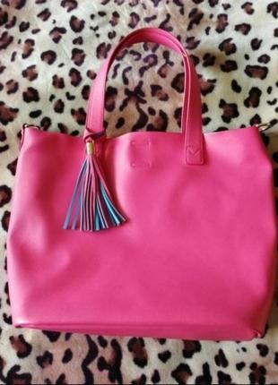 Яркая розовая сумка шопер