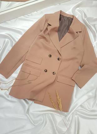 Классический бежевый двубортный пиджак