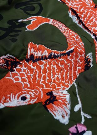 Тренч - плащ цвета хаки с вышивкой bershka8 фото