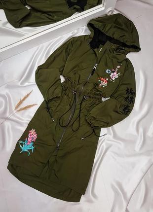 Тренч - плащ цвета хаки с вышивкой bershka2 фото