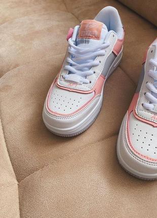 Новые белые кроссовки в стиле nike3 фото