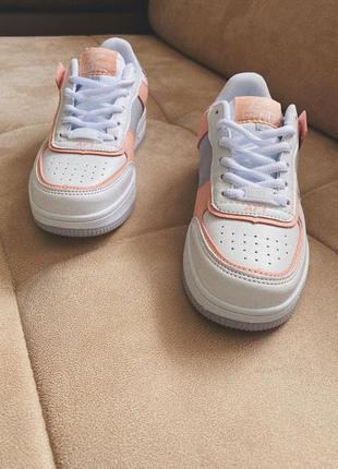 Новые белые кроссовки в стиле nike