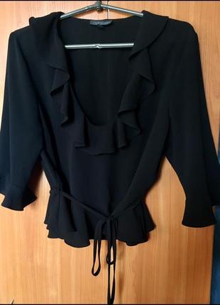 Блузка чёрная на запах с оборкой 3/4 рукав волан