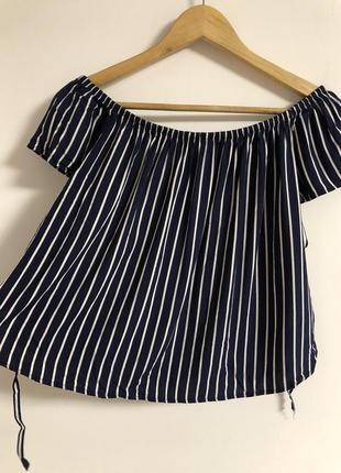 Укороченая блуза с завязками по бокам