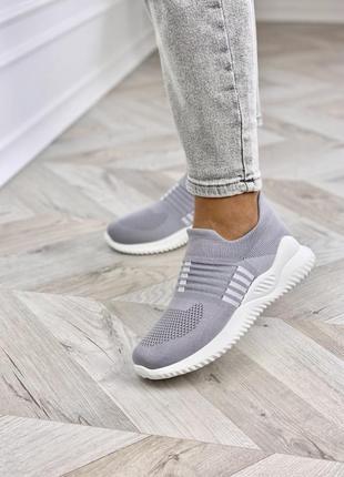 Серые кроссовки из обувного текстиля