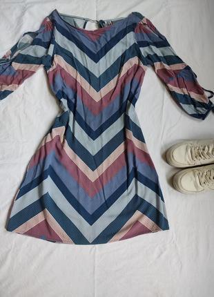 Лёгкое платье з интересным рукавом yessica