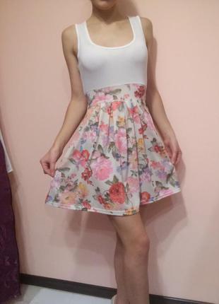 Лёгкое летнее платье в цветочный принт