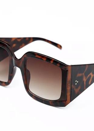 Крутые солнцезащитные очки celine с плавно перетекающим стеклом