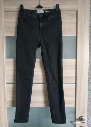 Стильные высокие базовые джинсы скини