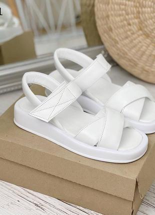 Босоножки с х-лямкой кожаные белые