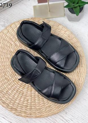 Босоножки черные с х-лямкой кожаные